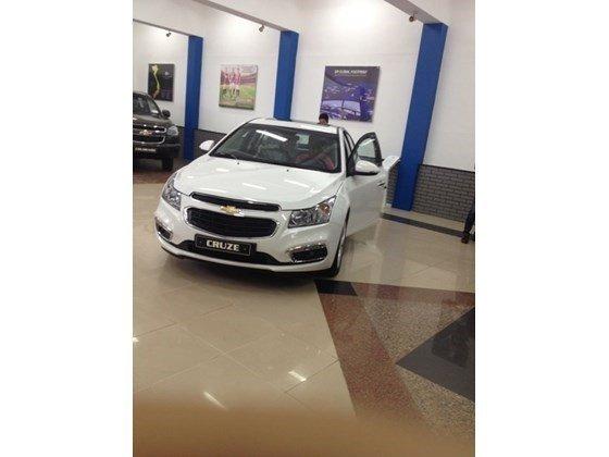 Bán xe Chevrolet Cruze năm 2015, màu trắng, nhập khẩu nguyên chiếc nhanh tay liên hệ-0