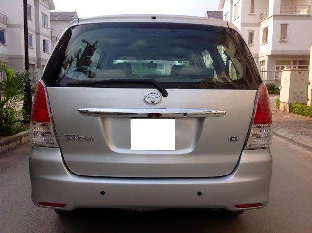 Gia đình tôi cần bán xe Innova G đời 2011 chính chủ bán. Xe lắp ráp trong nước màu bạc máy xăng, số tay-3