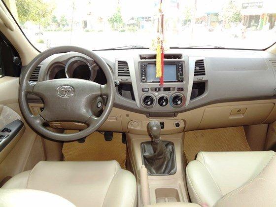 Bán xe Fortuner G, sản xuất 2010, và đăng ký 2011 máy dầu số sàn, màu bạc, tên cá nhân một chủ từ đầu-1