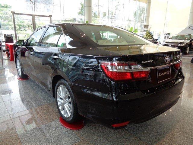 Bán xe Toyota Camry đời 2015, màu đen giá tốt-3