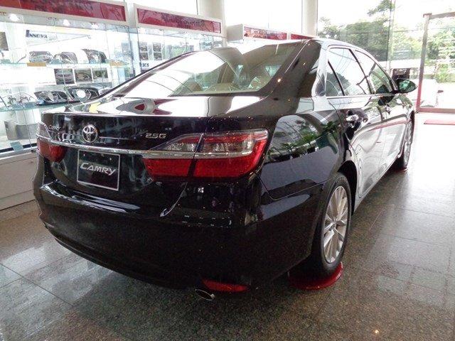 Bán xe Toyota Camry đời 2015, màu đen giá tốt-5