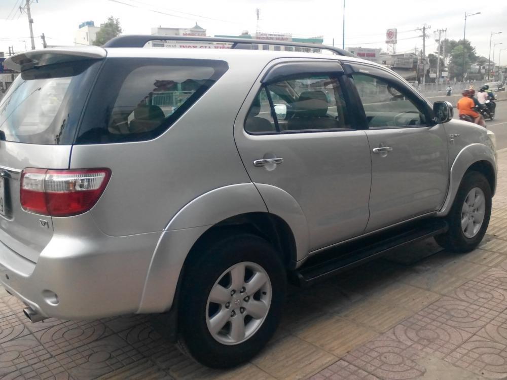 Gia đình cần bán Toyota Fotuner 2.7 V màu bạc SX 2010-5
