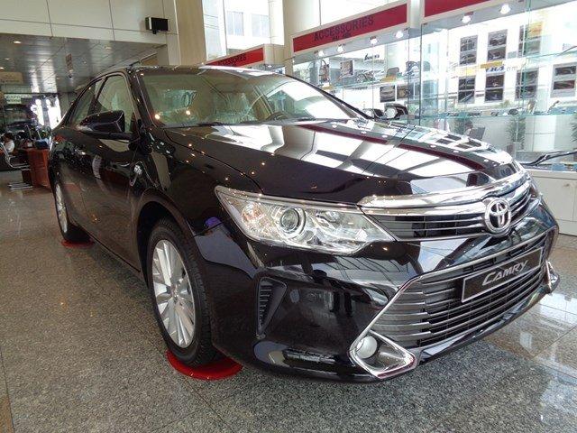 Bán xe Toyota Camry đời 2015, màu đen giá tốt-1