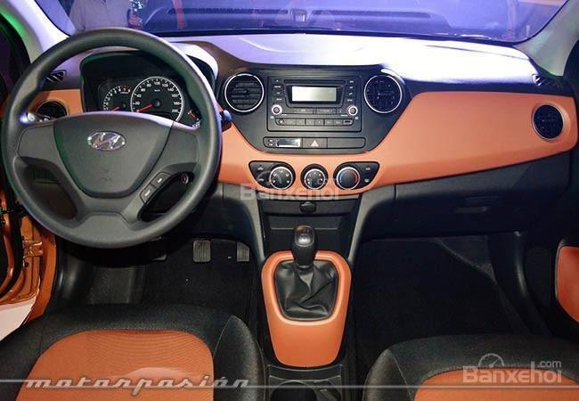 Bán xe Hyundai i10 Base  đời 2015, màu bạc, nhập khẩu nguyên chiếc-2