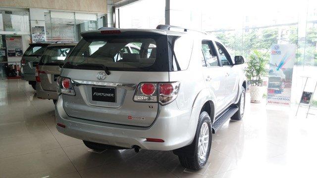 Toyota An Sương đang có chương trình bán hàng cực tốt cho dòng xe Toyota Fortuner màu bạc-1