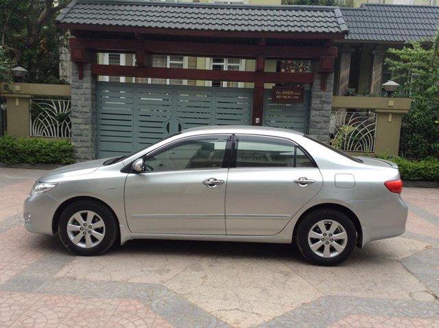 Chính chủ xe Toyota Corolla Altis 1.8AT màu bạc, sản xuất 2010, chạy được 4 vạn-1