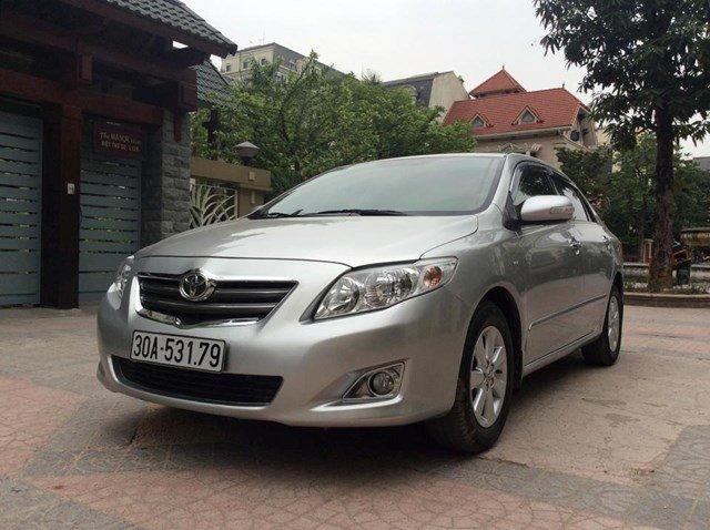 Chính chủ xe Toyota Corolla Altis 1.8AT màu bạc, sản xuất 2010, chạy được 4 vạn-0