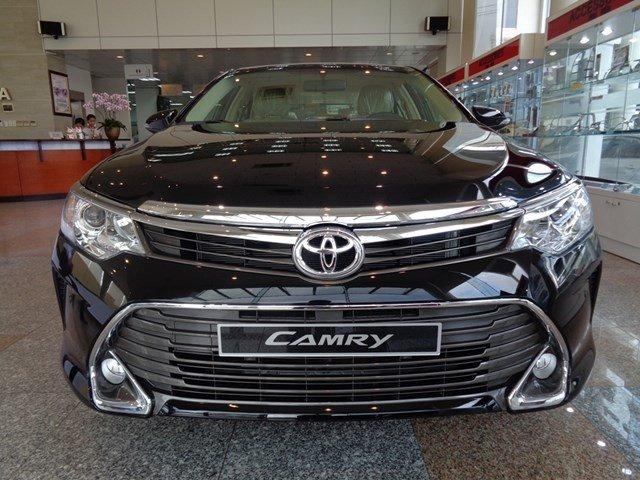 Bán xe Toyota Camry đời 2015, màu đen giá tốt-0