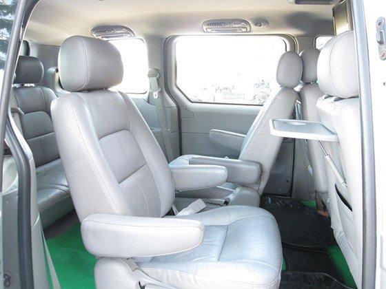 Cần bán Kia Carnival đời 2006, màu bạc, nhập khẩu chính hãng, như mới, giá 298tr-2