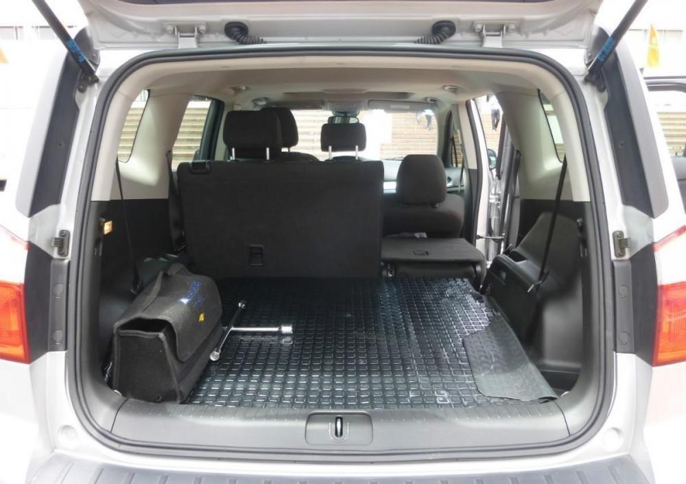 Khuyến mãi tiền mặt và phụ kiện xe Chevrolet Orlando số tự động lên đến 43.000.000đ-2