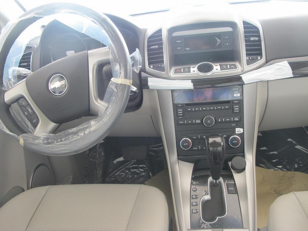 Bán Chevrolet Captiva đời 2015, màu bạc-4