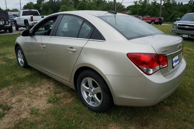 Chúng tôi xin gửi đến quý khách chương trình khuyến mãi dành riêng cho Chevrolet Cruze bản tự động lên đến 55.000.000đ-1