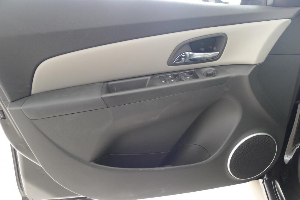 Bán Chevrolet Captiva đời 2015, màu bạc-2