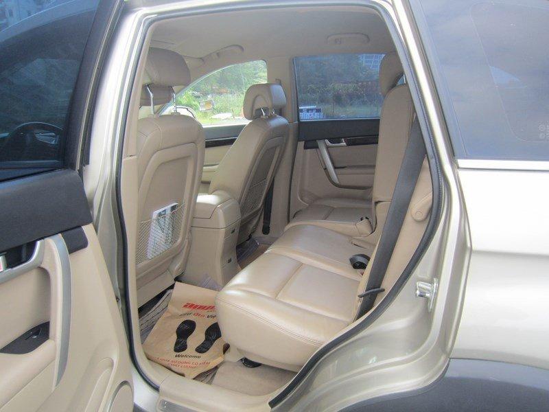 Cần bán xe Chevrolet Captiva đời 2015, màu bạc  -6