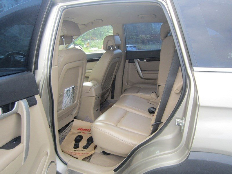 Cần bán xe Chevrolet Captiva đời 2015, màu bạc  -2