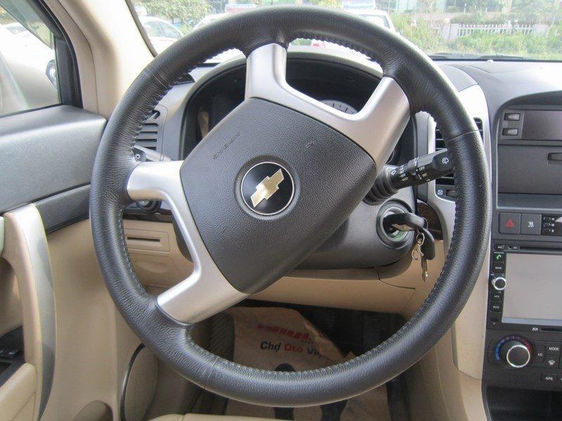 Cần bán xe Chevrolet Captiva đời 2015, màu bạc  -8