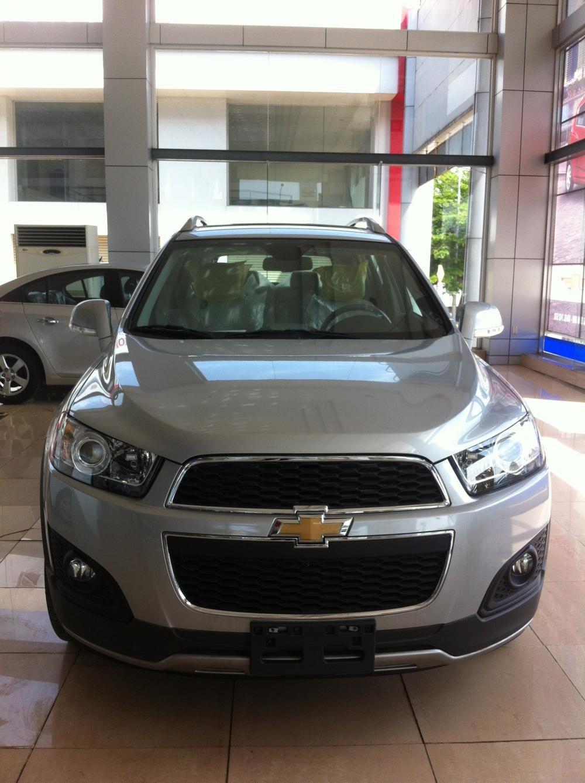 Cần bán Chevrolet Captiva LTZ đời 2015, màu bạc-0