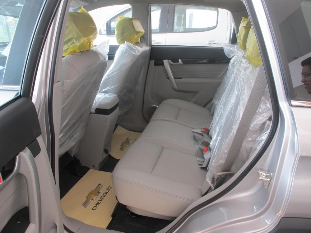 Bán Chevrolet Captiva đời 2015, màu bạc-5