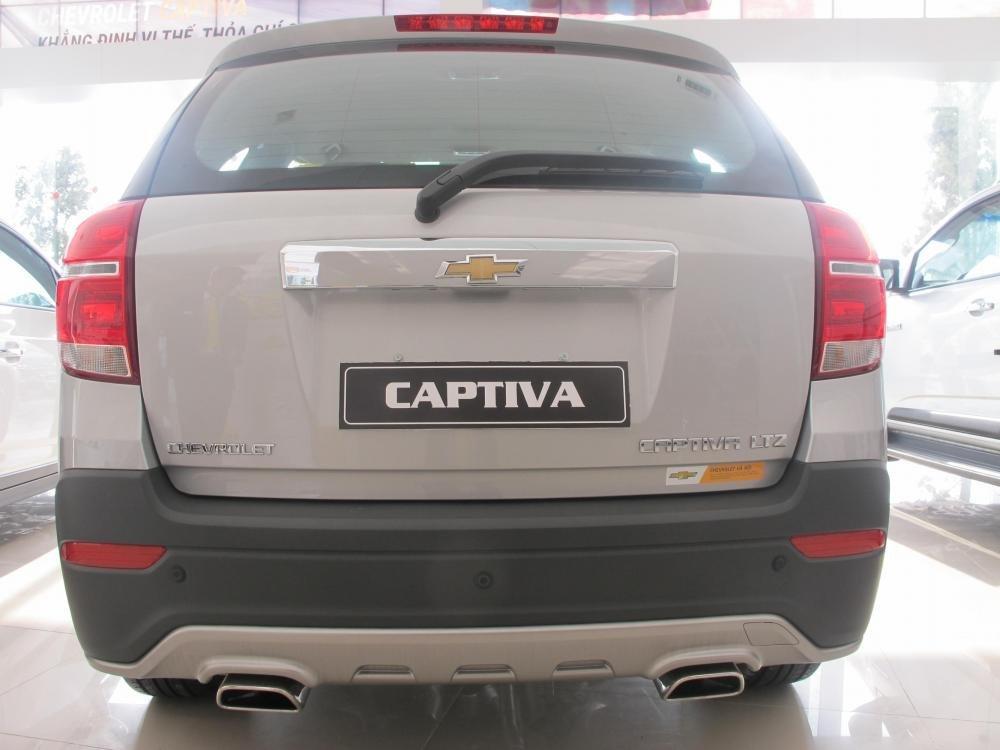 Bán Chevrolet Captiva đời 2015, màu bạc-6