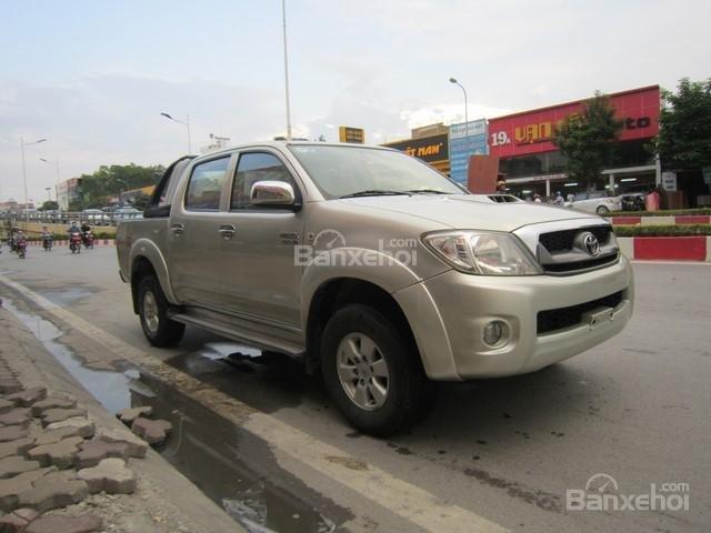 Bán xe Toyota Hilux đời 2010, màu ghi vàng, nhập khẩu Thái Lan-1