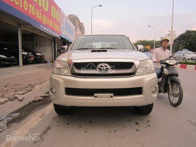 Bán xe Toyota Hilux đời 2010, màu ghi vàng, nhập khẩu Thái Lan-0