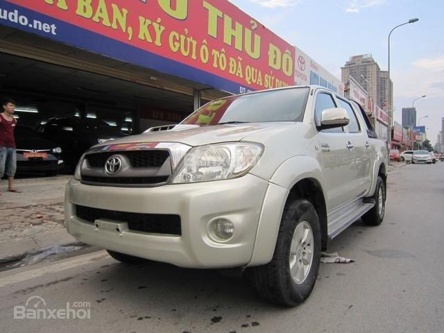 Bán xe Toyota Hilux đời 2010, màu ghi vàng, nhập khẩu Thái Lan-2