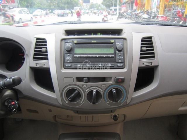 Bán xe Toyota Hilux đời 2010, màu ghi vàng, nhập khẩu Thái Lan-13
