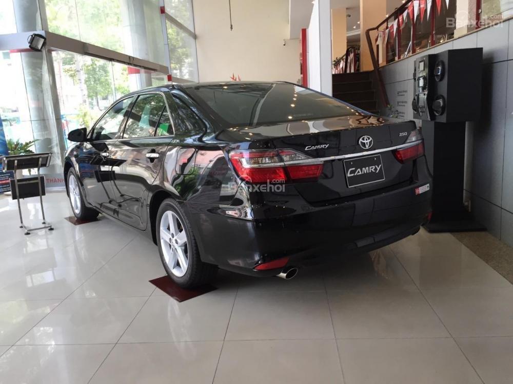 Toyota An Sương bán xe Toyota Camry 2.5G màu đen giảm tiền tặng quà-3