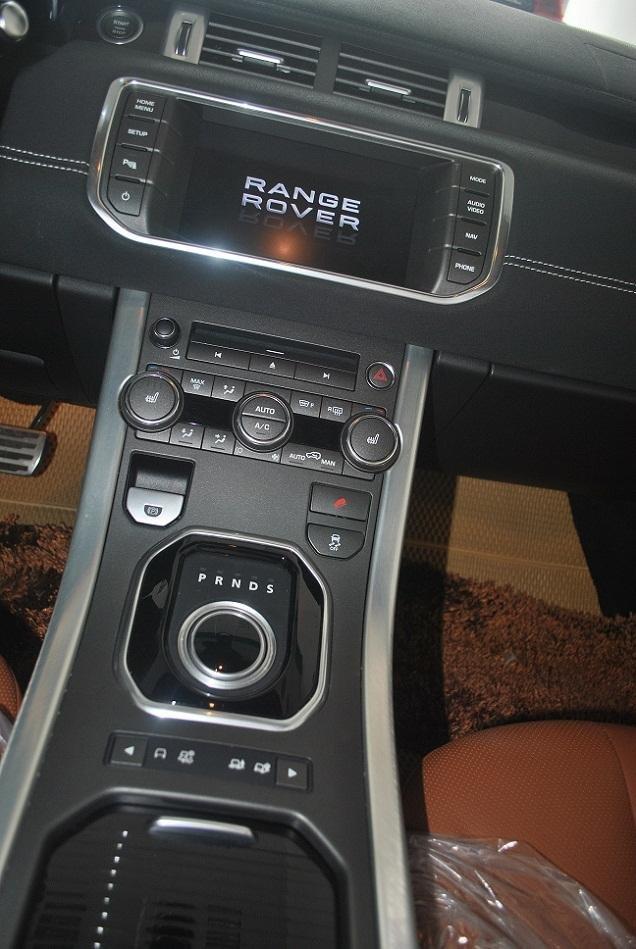 Cần bán xe LandRover Range Rover năm 2014, màu đen, xe nhập, chính chủ-6