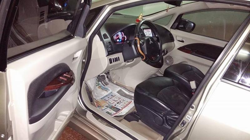 Cần bán gấp Mitsubishi Grandis đời 2009, màu bạc-1