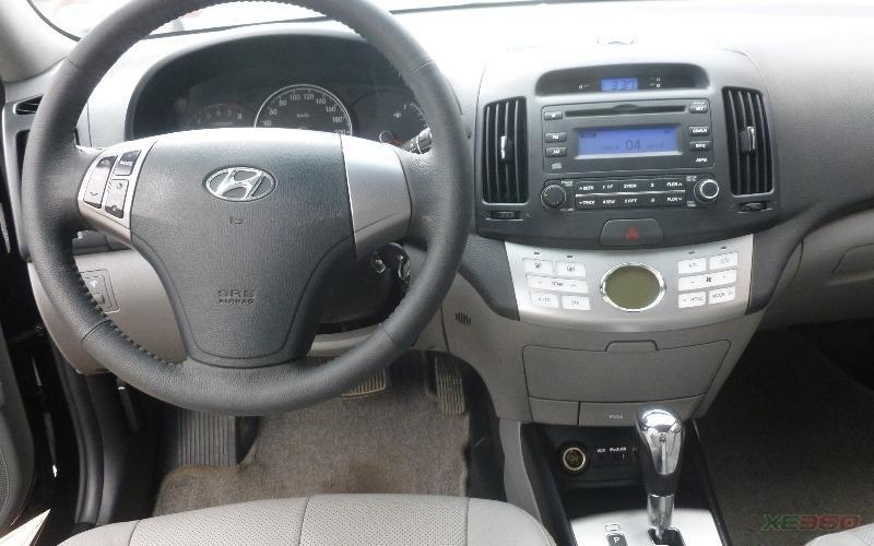 Cần bán gấp Hyundai Avante đời 2011, màu đen, số tự động-6