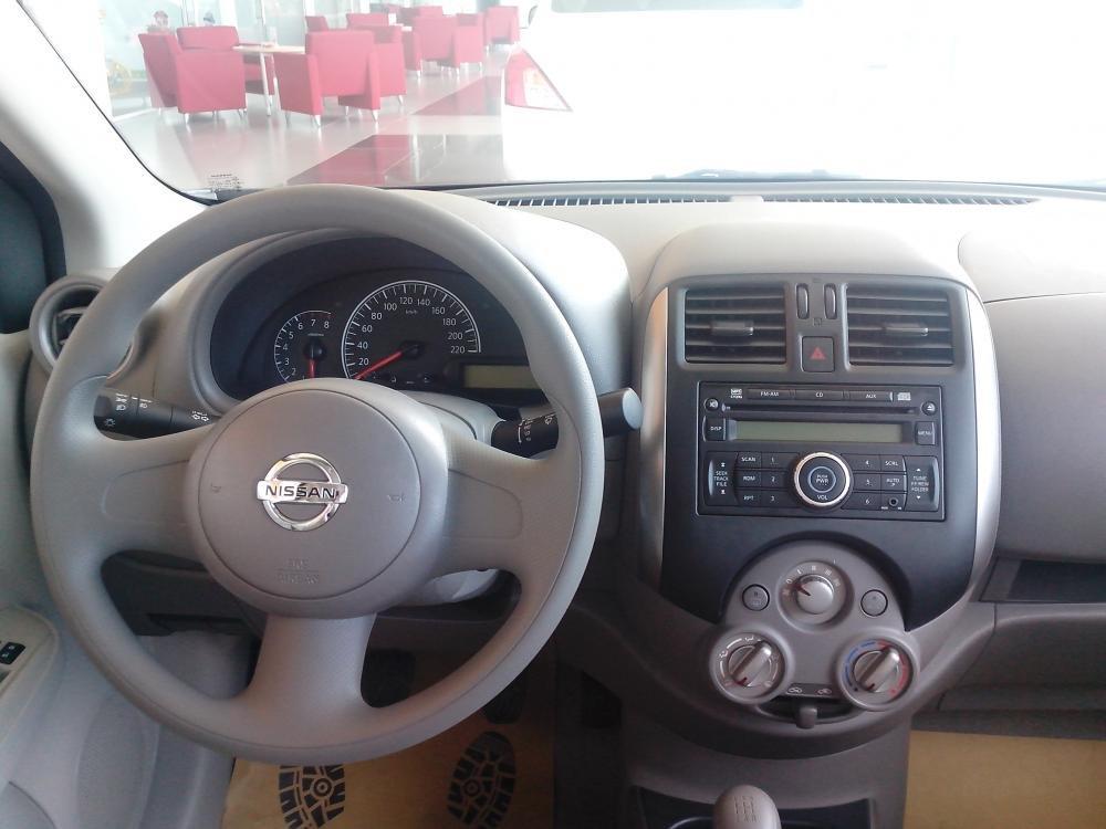 Cần bán xe Nissan Sunny sản xuất 2015, màu đen, giá 135tr-7
