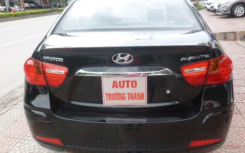 Cần bán gấp Hyundai Avante đời 2011, màu đen, số tự động-2