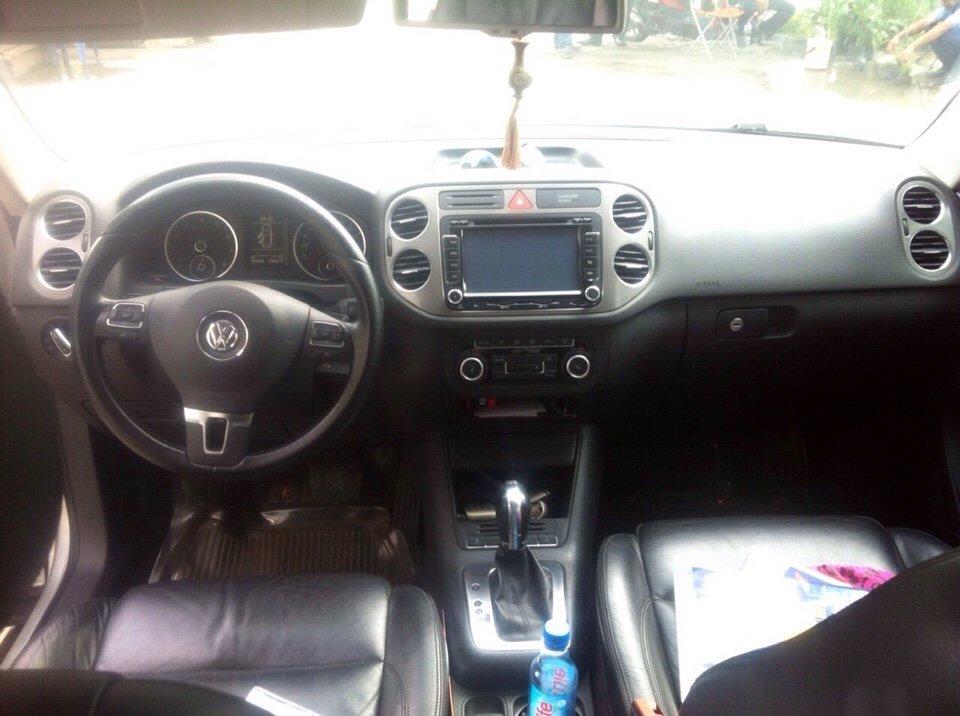 Cần bán Volkswagen Tiguan đời 2011, màu bạc, nhập khẩu chính hãng-1