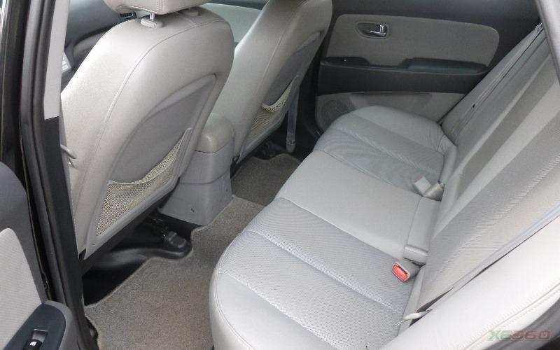 Cần bán gấp Hyundai Avante đời 2011, màu đen, số tự động-5