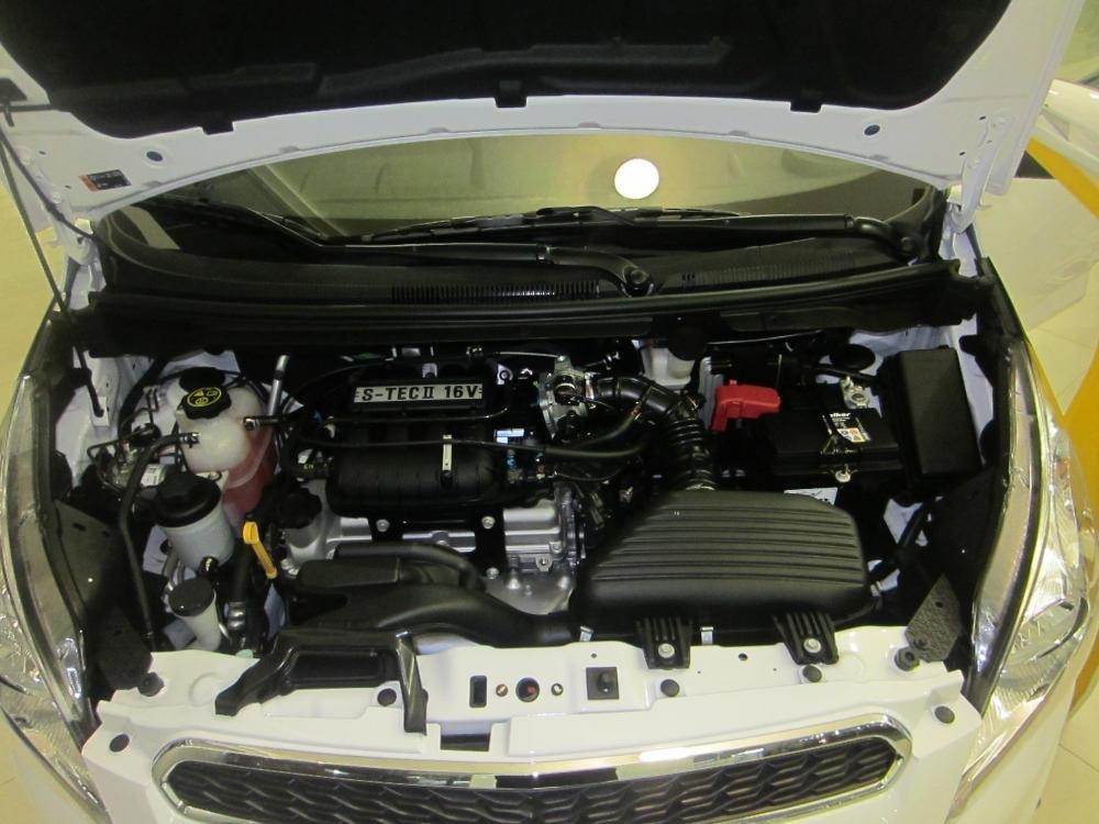 Cần bán Chevrolet Spark 2015, màu trắng giá tốt-6