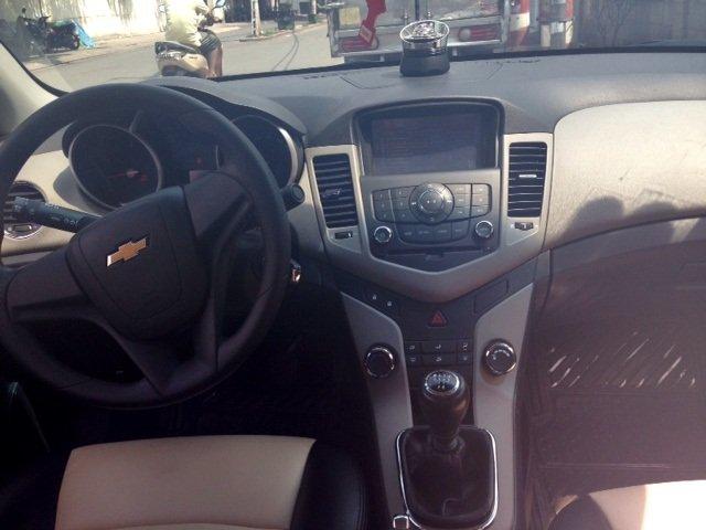 Chevrolet Cruze MT 2013 màu vàng cát, kính bấm điện, nội thất da-7