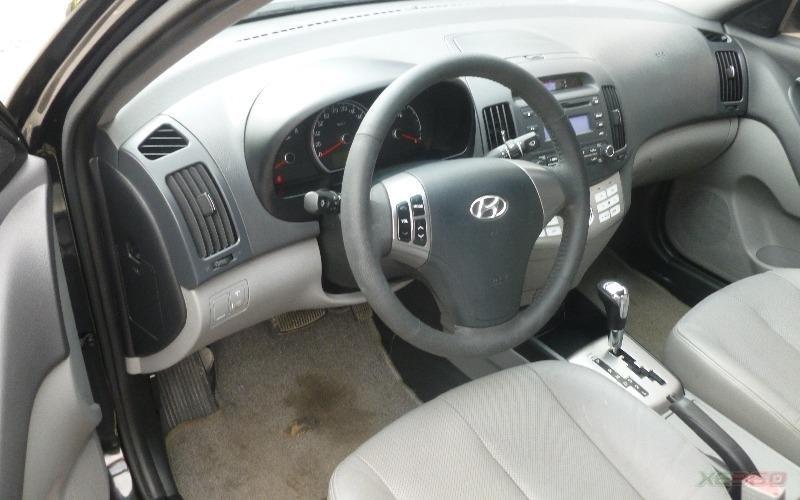 Cần bán gấp Hyundai Avante đời 2011, màu đen, số tự động-4