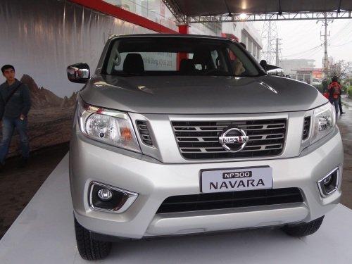 Cần bán xe Nissan Navara đời 2015, màu bạc, nhập khẩu chính hãng-0