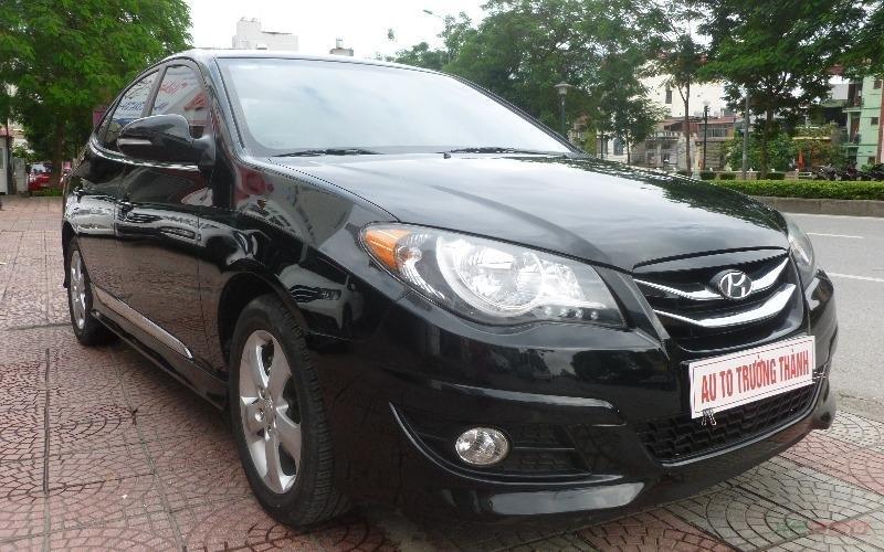 Cần bán gấp Hyundai Avante đời 2011, màu đen, số tự động-1