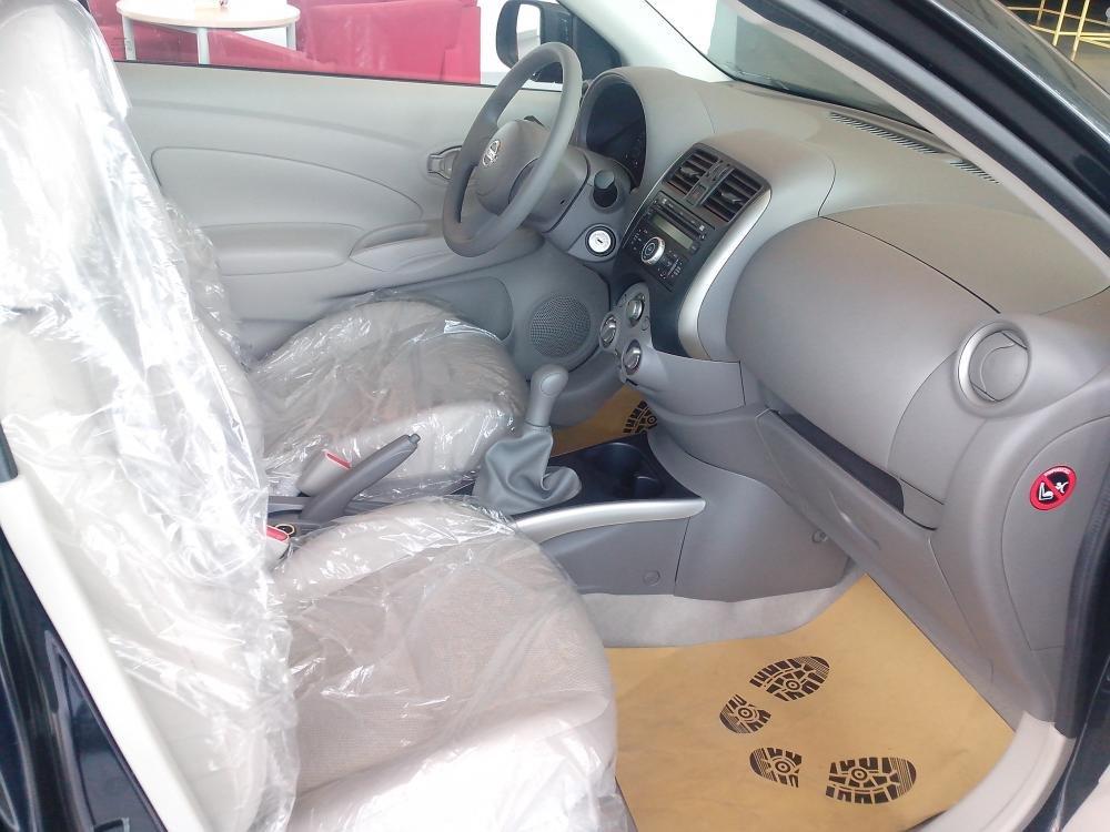 Cần bán xe Nissan Sunny sản xuất 2015, màu đen, giá 135tr-5