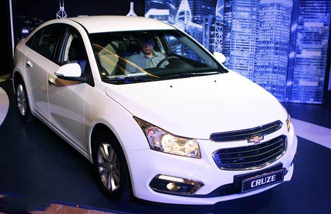Bán ô tô Chevrolet Cruze sản xuất 2015, màu trắng, 552 triệu xe đẹp-1