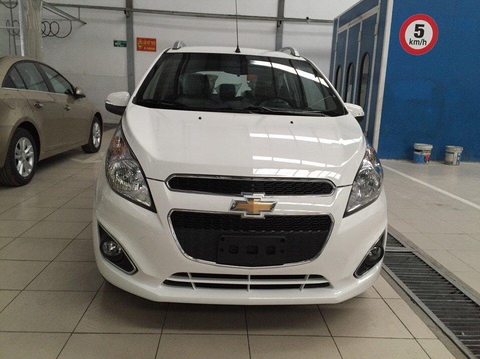 Cần bán Chevrolet Spark 2015, màu trắng giá tốt-3