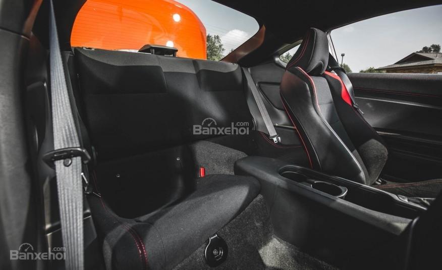 Đánh giá ghế ngồi xe Scion FR-S 2016: