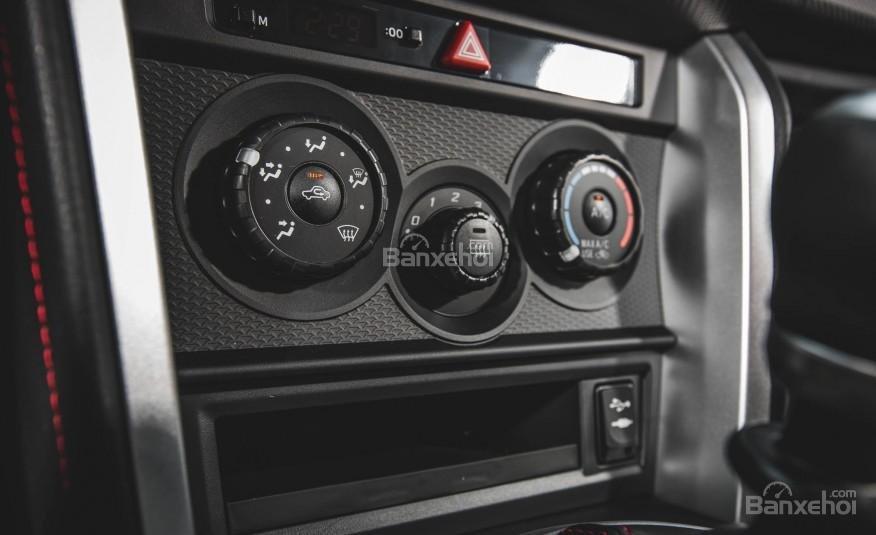 Đánh giá bảng điều khiển xe Scion FR-S 2016: