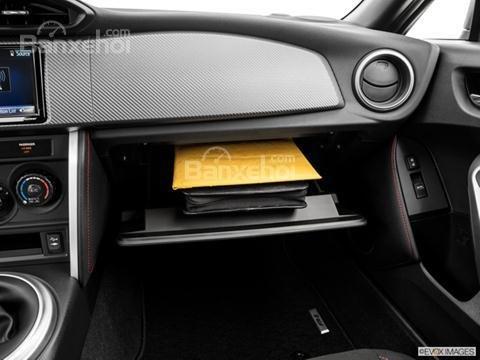 Đánh giá hộp đựng đồ trên xe Scion FR-S 2016: