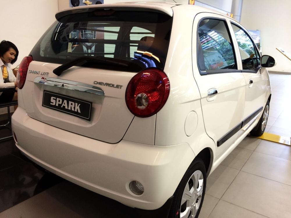Cần bán Chevrolet Spark đời 2015 nhanh tay liên hệ-6