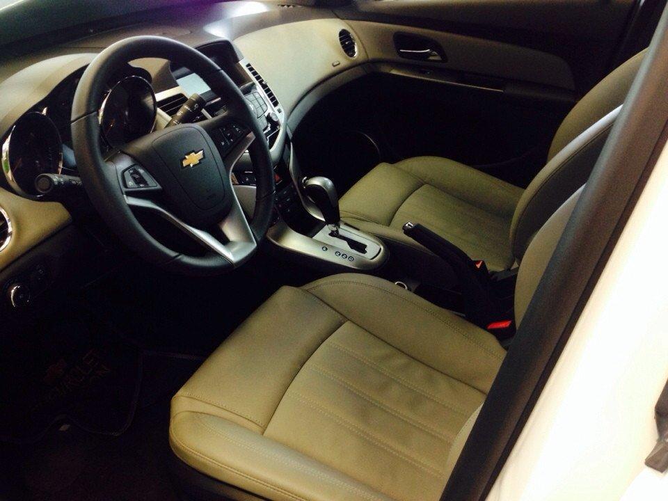 Chevrolet Cruze 1.8L LTZ - AT 612 triệu tặng dán phim 3m 5 món phụ kiện-4