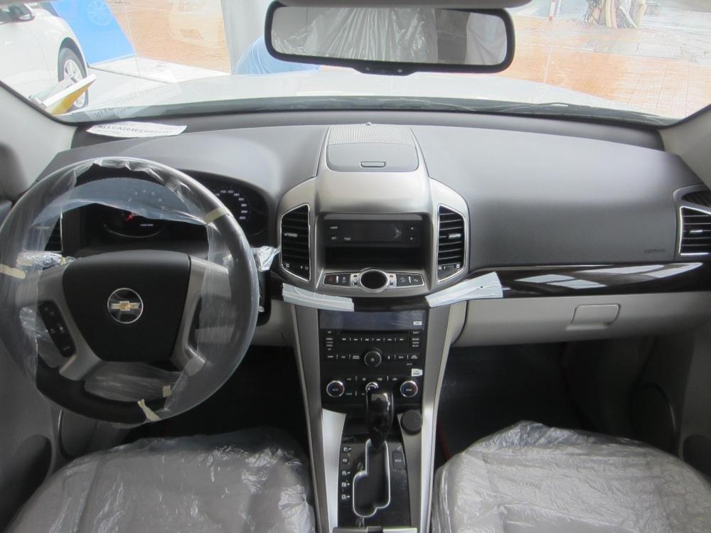 Chevrolet Captiva sản xuất 2014, màu trắng, 914tr-8