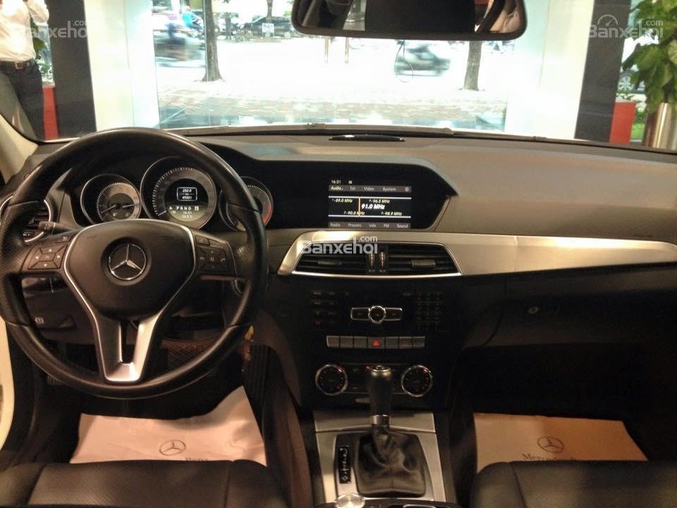 Bán Mercedes C200 đời 2011, màu đen-2
